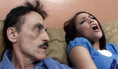 Les hommes ayant le sexe anal sur le lit Rousse rousse video porno gratuit fr avec gros cul