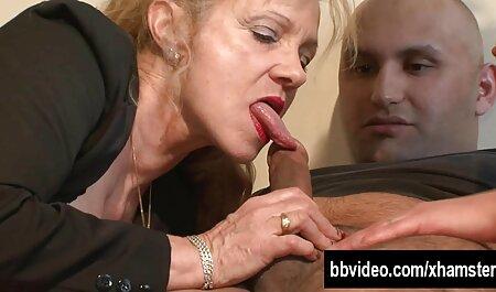 La dame porno en francais streaming a été frit dans tous les trous par un homme musclé sur le canapé.