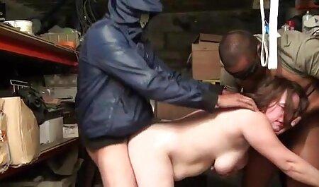 Trois amants baisent une fille streaming xxx français japonaise dans l'ouverture poilue, l'anal et la bouche