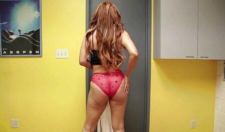 Graisse dame dans la banquette arrière de la film porno xxl français voiture chatouille son poilu