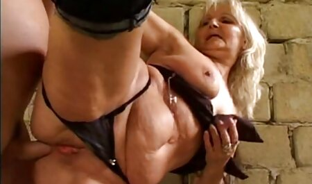 La fumée Babe film de sex gratuit francais En bas et se faire baiser sur le Liège, allongé sur le lit
