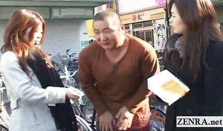 Les jeunes film x viol gratuit amoureux caressaient devant la caméra.