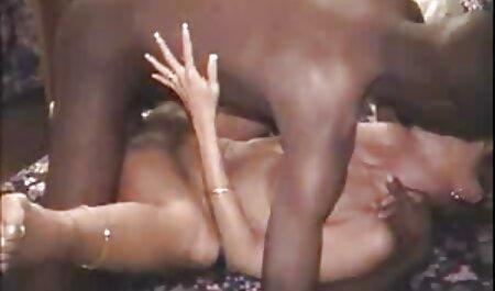 Deux souffleurs ont des relations sexuelles avec des hommes pompés avec site film porno francais un T-shirt blanc.