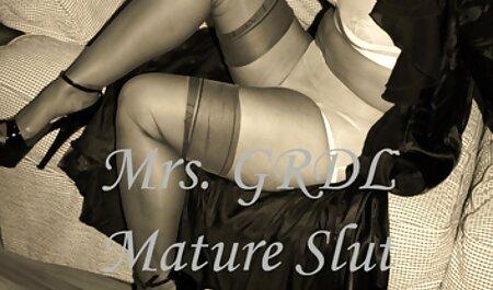 Babe Baise film pourno francais Un homme et un amant noir dans le lit.