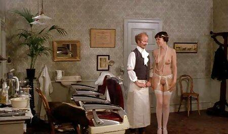 Des gars adultes video porno complet en francais avec de longues chaussettes dans sa chambre à Manda.