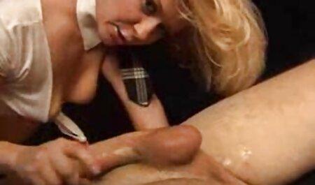 Les Couples baisent deux mecs film x amateur francais dans le cul et la chatte lors d'une audition.