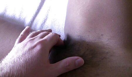 Écraser rousse seins et extrait x gratuit francais conduire le vagin dans le magasin sur le canapé blanc.