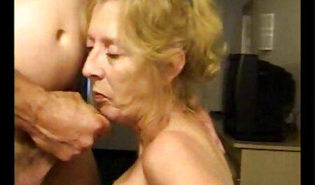 Brunette video porno gratuit français aux gros seins baise deux bites à la fois.