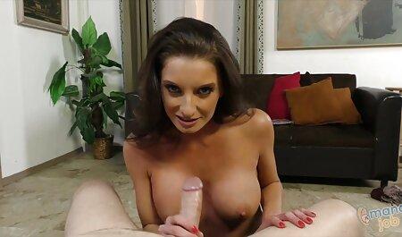 Petite amie baise avec des film sexe francais gratuit jouets sexuels sur le canapé.