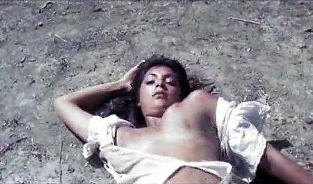 La blonde film porno en streaming vf Sexy se satisfait de la masturbation dans la salle de bain.