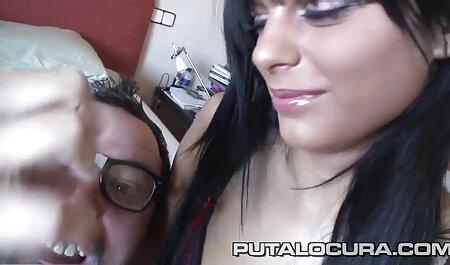 Busty Sunny Leone caresser le corps film porno français complet streaming dans la salle de bain