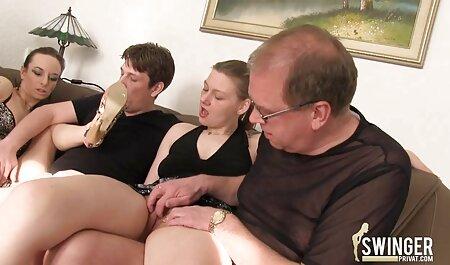 Belle Nikki Benz avoir des relations sexuelles avec streaming porno francais complet Danny D sur le canapé.
