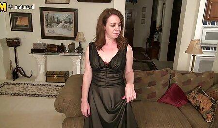 Jeunes filles lesbiennes sexe sex pornos francais sur le canapé blanc