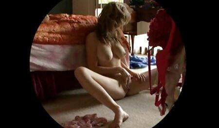 Le russe en pantalon bleu a film porno francais gratuit complet une paire de robes.