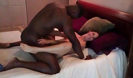Petit ami film porno francais complet streaming gratuit maigre avec un tatouage sur la main pour sucer la bite du mec.