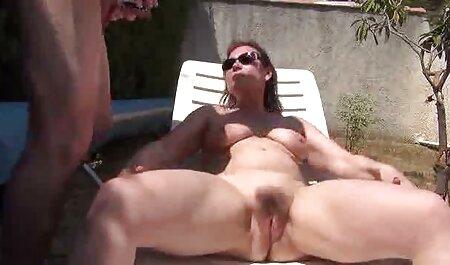 Les jeunes mamelons aiment kunil et anilingus regarder film porno français gratuit qui a fait son petit ami sur le balcon.