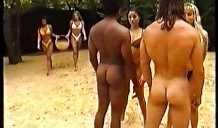Blonde en blouse taquine un jeux porno francais gratuit jeune garçon et la baise.