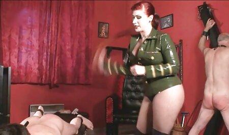 Le producteur a donné un coup de pied à la film complet en francais porno gratuit brune avec un piercing ombilical après avoir sucé.