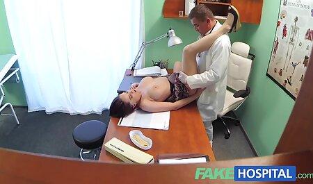 Russe MILF enlève sa robe et film porno français en streaming gratuit baise un homme.
