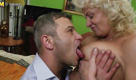 Quatre blacks avec un gros bâton mangeant une femme blanche dans film de sexe gratuit en français le cul et la bouche.