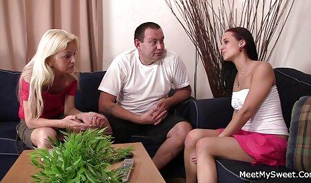Nymphe gonzo avec son choix à travers un trou dans sa regarder film porno en français culotte