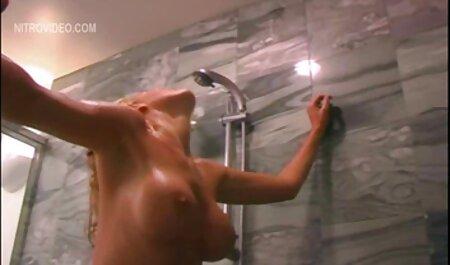 Tante adulte s'amuse avec un gros film porno français gratuit streaming gode anal.
