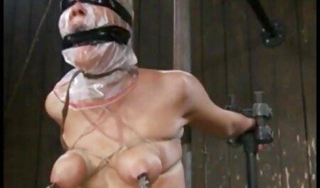 Busty babe à tâtons à l'aide de la film amateur sexe francais machine de sexe