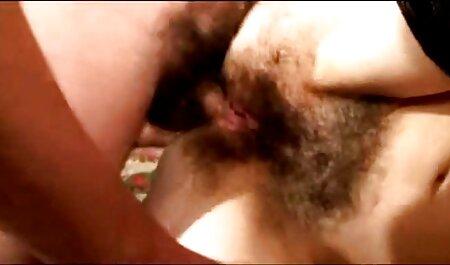 Jeune femme extrait video sexe amateur gratuit avec gros seins ayant amusant avec une godemiché avant elle va à lit