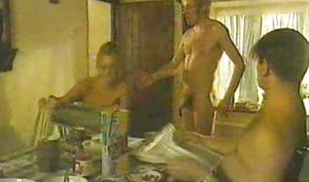 Un homme ayant des relations sexuelles orales avec film xxl gratuit francais sa maîtresse dans la cuisine.