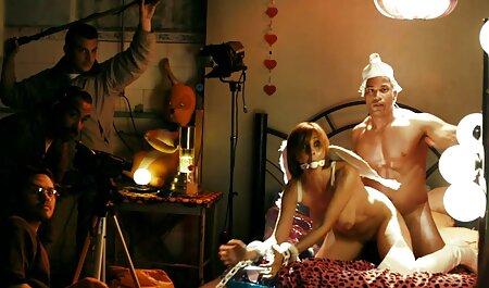 Blonde caressant son corps sexy dans video porno gratuit vf une maison vide
