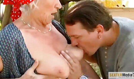 Jeune lesbiennes caresse passionnément sur la lit video porno vf et lécher la cap