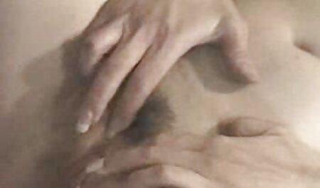 Poussin avec de gros film porno francais x seins Coquine dans la maison en face de webcam