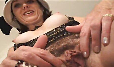 Le masturbateur est film porno français arabe satisfait de la gravité dans la salle de bain.