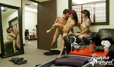 Deux lesbiennes ont le sexe oral film porno français arabe et la masturbation.