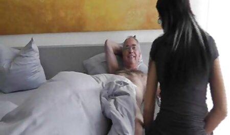 Hahal obtient les filles posées et a film complet porno vf des relations sexuelles anales avec eux.