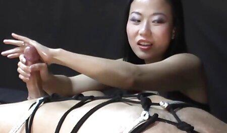 Une femme adulte à genoux pour souffler film sex gratuit en francais son petit ami.