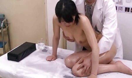 La poupée adulte séduit un jeune homme et se rend you porn film francais dans la cuisine.