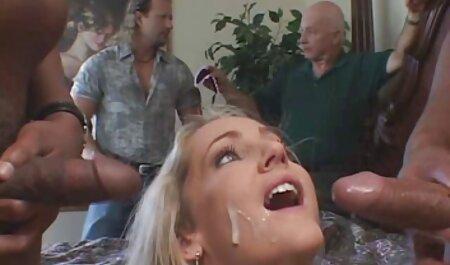 Une fille caresse ses seins pour la salle de extrait film x francais webcam.