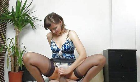 Brune à gros cul est un rêve avec une grosse bite dans le sex porno film francais chapeau et l'anus