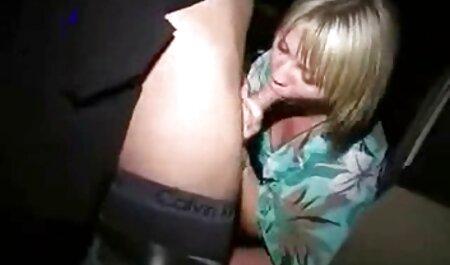 Filles heureuses Lily Ezra montre le vagin et les seins devant la caméra film porno espagnol gratuit