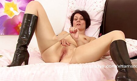 Maman film porno complet en francais streaming fait étalage de gros seins et suce sa gorge.