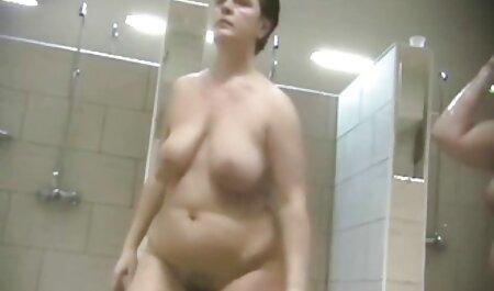 Un homme a une femme cancéreuse avec un gros cul à la maison devant films porno streaming vf la caméra.