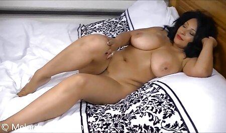 Femme Sexy genoux donnant copain une film gratuit porno français fellation