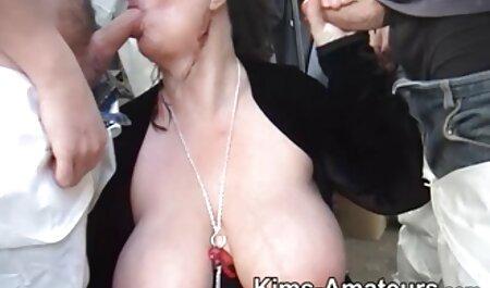 La grosse mère a enlevé sa robe rose et a montré film streaming porno français son uniforme.