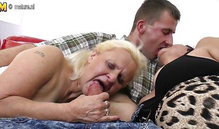 Le patron a poussé le bâton dans film gratuit x francais le vagin de la secrétaire avec des cheveux courts en bas noirs.