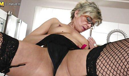 Les jeunes filles russes se font baiser par des masseurs dans le vagin, film porno xxl français dans le salon.