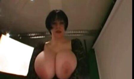 Vagin blond corné et juteux avec ses doigts sur streaming francais porno la caméra.