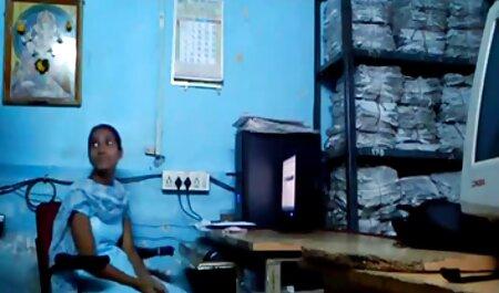 Une jeune poupée sucer une grosse bite d'un vieil ami dans porno streaming francais gratuit sa maison.