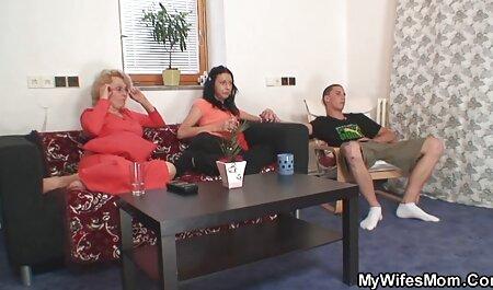 Une film porno en langue française jeune fille avec un t-shirt blanc masturbation pour la webcam.