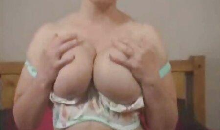Les films français porno streaming lesbiennes aux cheveux longs avec des piercings jouissent d'un toucher doux les uns sur les autres.